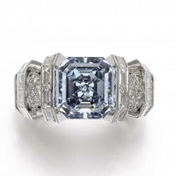 Le 16 novembre 2016 Vente du diamant bleu Sky Blue Diamond