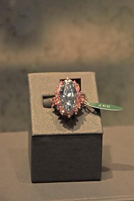 Bague Moussaieff, diamant bleu 7.41ct et diamants roses.