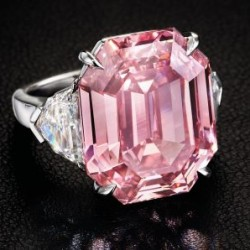 """13 novembre 2018: un  nouveau record de prix au carat pour un diamant rose, """"The Winston Pink Legacy""""."""