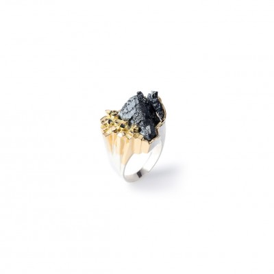 PALOMA SANCHEZ Hematite from Argentina set in 18K gold, 925 silver, 18K white gold plated ring