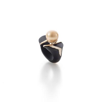 PALOMA SANCHEZ South Sea golden pearl with diamonds, black jade