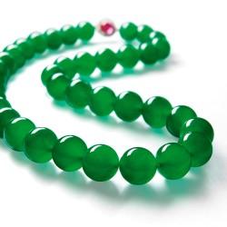 Un magnifique collier en jade jadéite ′′