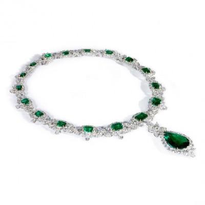 BAYCO_colombian_emerald_diamond_necklace-émeraude-diamant-valued  $3,000,000.