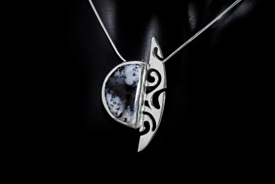 IRIATAI-Collier-agate-dendritique-argent-motif-océanien-création-unique-iriatai-nc-(1)