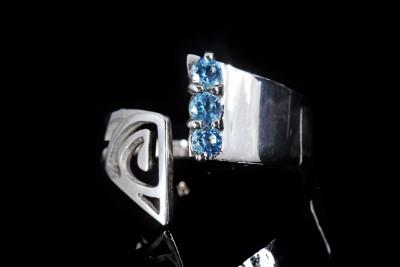 IRIATAI-bague-argent-ouverte-ajustable-topaze-bleu-oceanien-polynesie-joaillerie-creation-unique-iriatai-nc-(4)