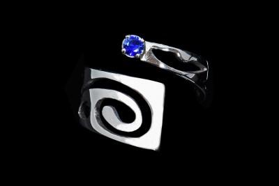 IRIATAI-bague-or-18k-blanc-saphir-bleu-ouverte-oceanien-unique-creation-nc-nouvelle-caledonie-iriatai