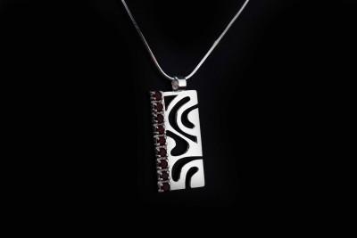 IRIATAI-collier-grenat-argent-motif-océanien-création-unique-iriatai-nc-(2)