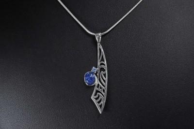 IRIATAI-collier-pendentif-tanzanite-saphir-bleu-maori-argent-oceanie-iriatai-nc (5)